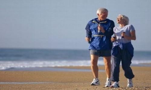 Ancianos caminando