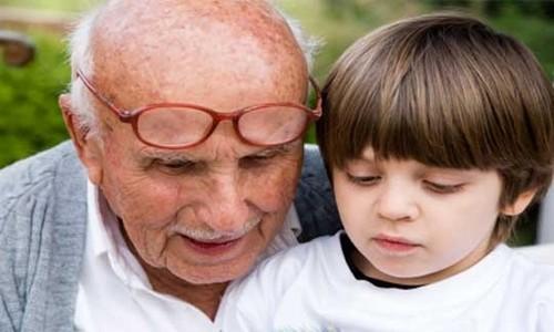 Niño y anciano
